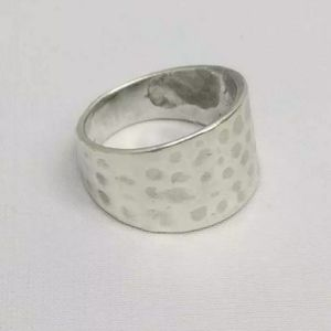 NF SIGNED HAMMERED STERLING SILVER RING